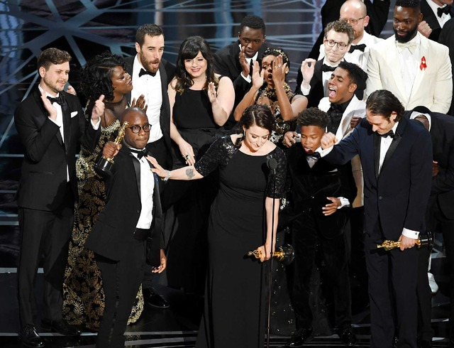 「第89回アカデミー賞」作品賞を獲得した『ムーンライト』チーム(C)Getty Images