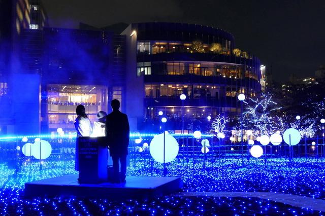 「MIDTOWN CHRISTMAS 2018」点灯式 映画『人魚の眠る家』に出演する篠原涼子、西島秀俊、子役の稲垣来泉ちゃん