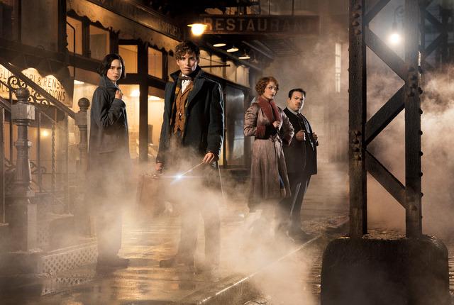『ファンタスティック・ビーストと魔法使いの旅』 (C) 2016 Warner Bros. Ent. All Rights Reserved. Harry Potter and Fantastic Beasts Publishing Rights (C) JKR.