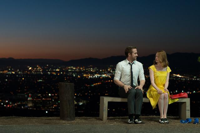『ラ・ラ・ランド』(C)2017 Summit Entertainment, LLC. All Rights Reserved. Photo credit: EW0001: Sebastian (Ryan Gosling) and Mia (Emma Stone) in LA LA LAND. Photo courtesy of Lionsgate.