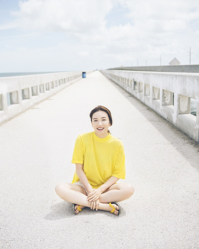 黄色のTシャツが可愛い永野芽郁