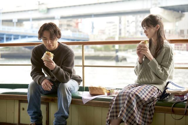 『雪の華』東京_ハンバーガーデート (C)2019 映画「雪の華」製作委員会