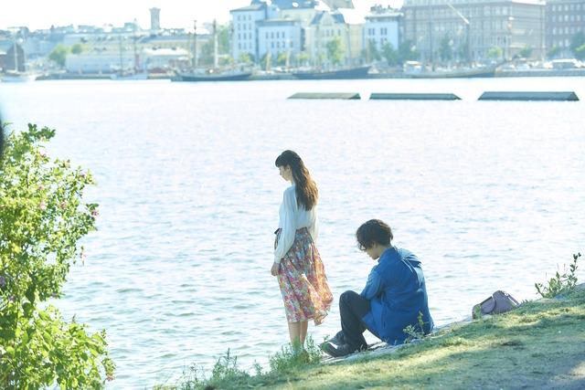 『雪の華』フィンランド_海辺デート(C)2019映画「雪の華」製作委員会