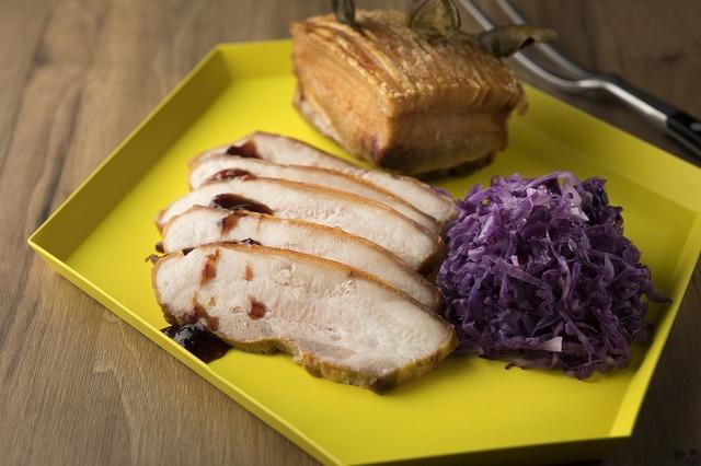 豚バラのロースト 紫キャベツの蒸し煮添え(デンマーク)☆