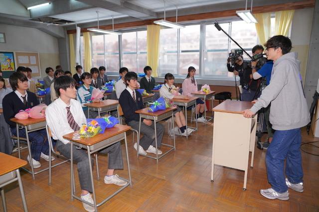 「3年A組 -今から皆さんは、人質です-」生徒クランクアップ  (C) NTV