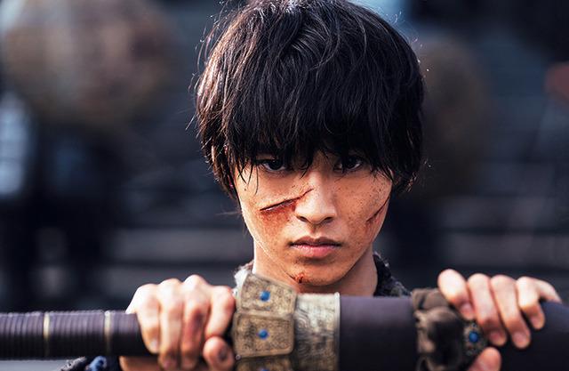 『映画 キングダム 写真集 -THE MAKING-』(C)原泰久/集英社 (C)2019 映画「キングダム」製作委員会