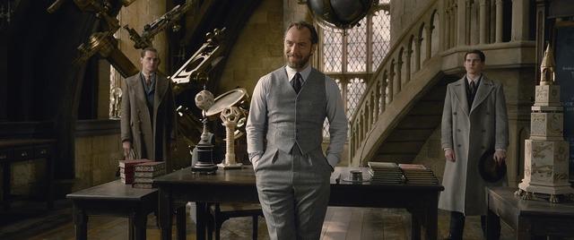 『ファンタスティック・ビーストと黒い魔法使いの誕生』 WIZARDING WORLD and all related characters and elements are trademarks of and (C) Warner Bros. Entertainment Inc. Wizarding World(TM) Publishing Rights (C) J.K. Rowling. (C) 2018 Warner Bros. Entertainment Inc. All rights reserved.