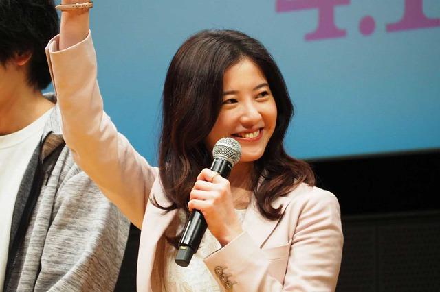 吉高由里子「わたし、定時で帰ります。」のプレミアム試写会&舞台挨拶