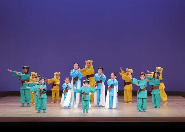 2018年12月、国立劇場で公演された子供舞踊塾 創作舞踊「アーヤ物語」舞台画像