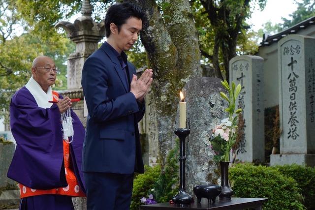お墓参りの様子/大河ドラマ「麒麟がくる」