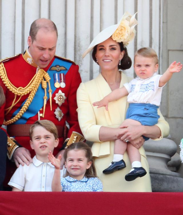 ウィリアム王子、キャサリン妃、ジョージ王子、シャーロット王女、ルイ王子「トゥルーピング・ザ・カラー」 (C) Getty Images.