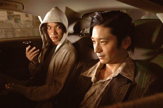 フード(福士蒼汰)と砂川(向井理)『ザ・ファブル』(C)2019「ザ・ファブル」製作委員会