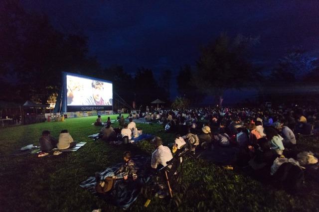 2018年5月5日、徳之島での野外映画の様子