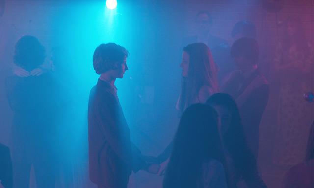 『ブレス あの波の向こうへ』プロムパーティにて (C) 2017 Screen Australia, Screenwest and Breath Productions Pty Lt