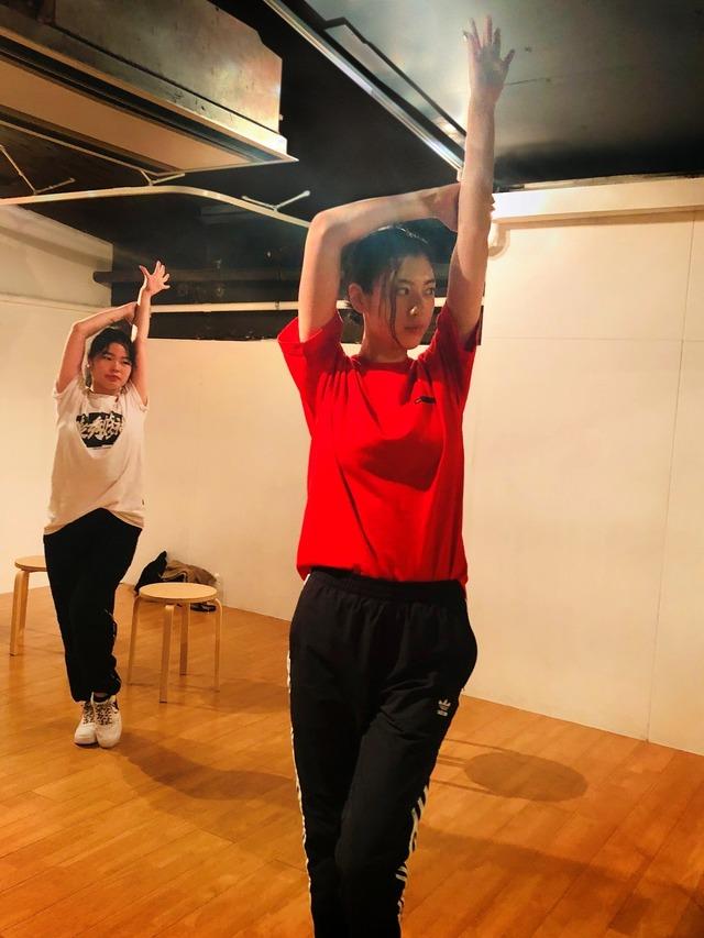 『ダンスウィズミー』三吉彩花がダンスの練習に励むメイキング写真