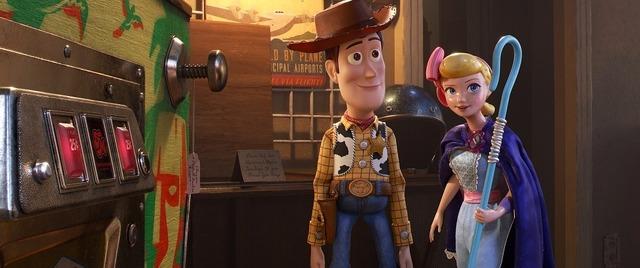 ボー・ピープとウッディ『トイ・ストーリー4』(C)2019 Disney/Pixar. All Rights Reserved.