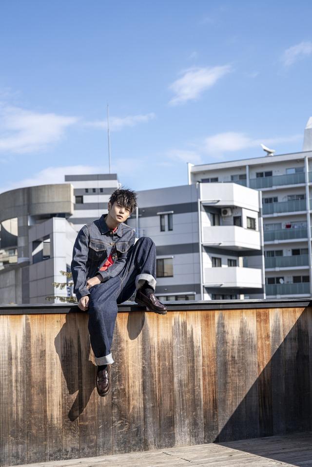 「窪田正孝×写真家・齋藤陽道 カレンダー2019」10月メインイメージビジュアル※画像はイメージです。実際の商品とは異なります。