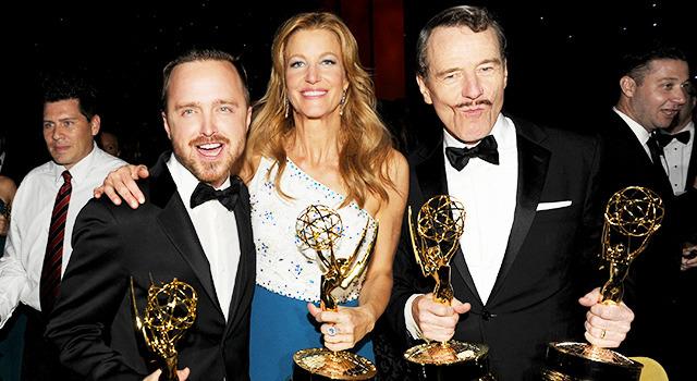 左から、アーロン・ポール&アンナ・ガン&ブライアン・クラスト/「ブレイキング・バッド」 in 第66回エミー賞 -(C) Getty Images
