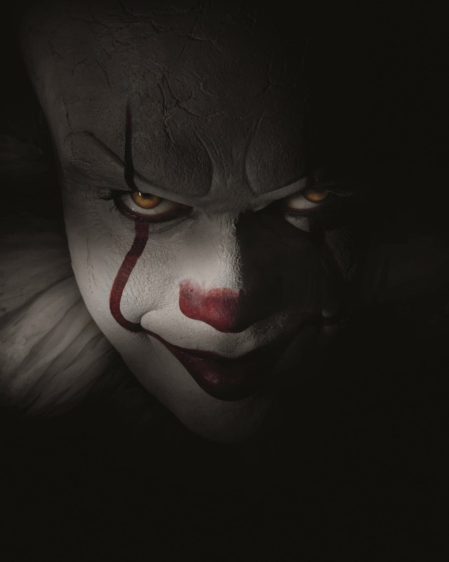 """『IT/イット """"それ""""が見えたら、終わり。』(C)2017 WARNER BROS. ENTERTAINMENT INC. AND RATPAC-DUNE ENTERTAINMENT LLC. ALL RIGHTS RESERVED."""