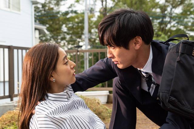 新木優子、高良健吾からのサプライズキスに視聴者から「つらい