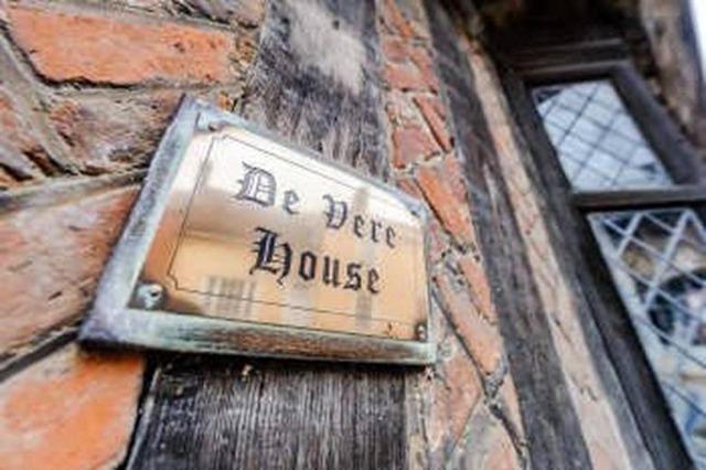「De Vere House」プレート