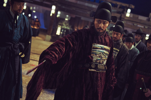 『王宮の夜鬼』(C) 2018 NEXT ENTERTAINMENT WORLD & LEEYANG FILM & REAR WINDOW.All Rights Reserved.