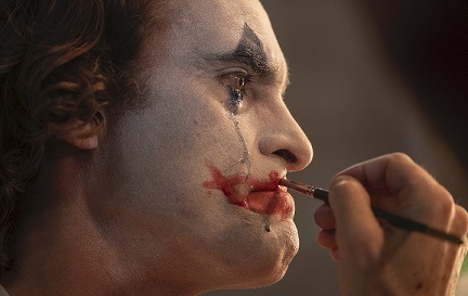 『ジョーカー』 TM & (c) DC. Joker (c) 2019 Warner Bros. Entertainment Inc., Village Roadshow Films (BVI) Limited and BRON Creative USA, Corp. All rights reserved.