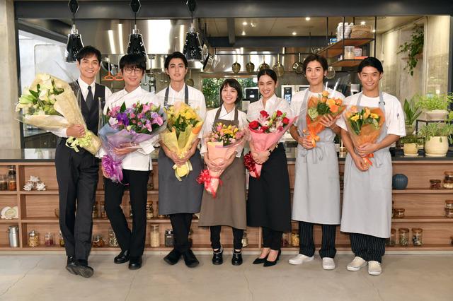 クランクアップを迎えた「グランメゾン東京」のメンバー「グランメゾン東京」(C)TBS