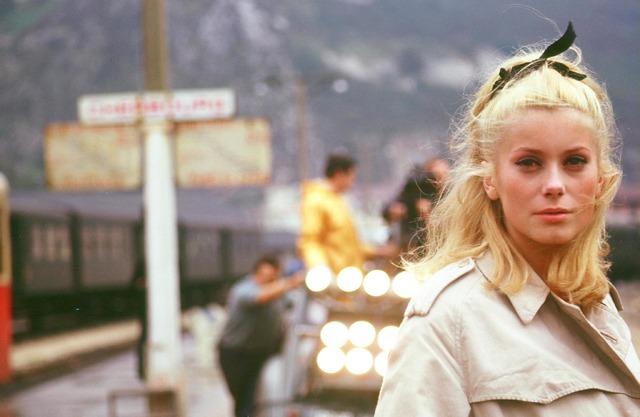 『シェルブールの雨傘』LES PARAPLUIES DE CHERBOURG(c)cine tamaris 1993