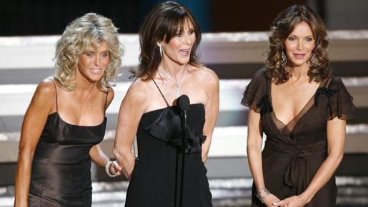 2006年のエミー賞授賞式にて、「チャーリーズ・エンジェル」のメンバーと登場したファラ・フォーセット(左) -(C) Reuters/AFLO