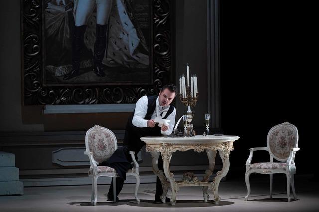 オペラ『エウゲニ・オネーギン』写真:寺司正彦