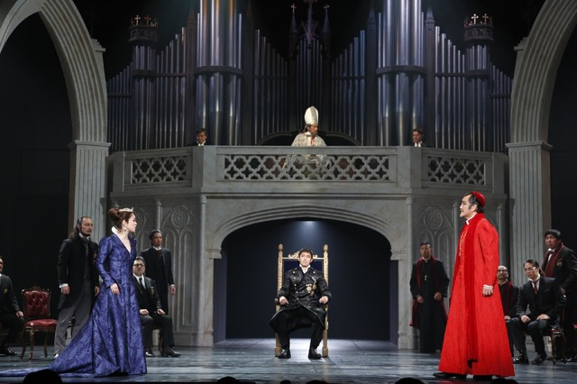 舞台「ヘンリー八世」撮影:渡部孝弘