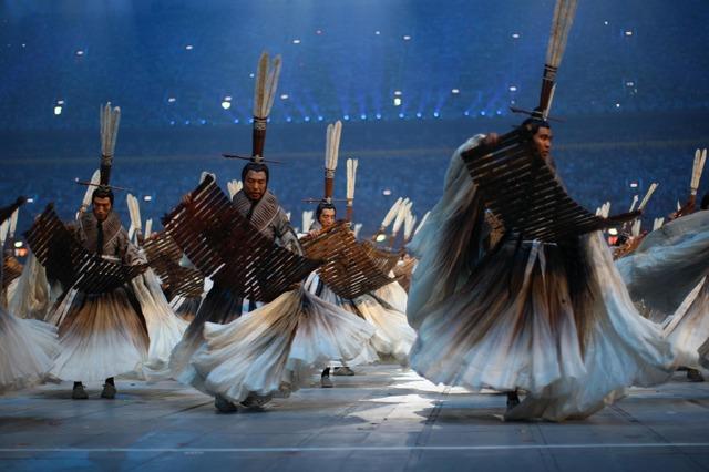 「石岡瑛子 血が、汗が、涙がデザインできるか」石岡瑛子 『北京夏季オリンピック開会式』(チャン・イーモウ演出、2008年)衣装デザイン     (C)2008 / Comite International Olympique(CIO) / HUET, John