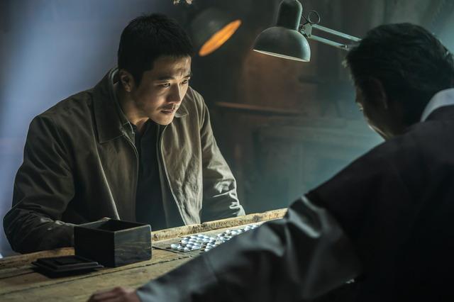 『鬼手』クォン・サンウ (C)2019 CJ ENM CORPORATION, MAYS ENTERTAINMENT ALL RIGHTS RESERVED