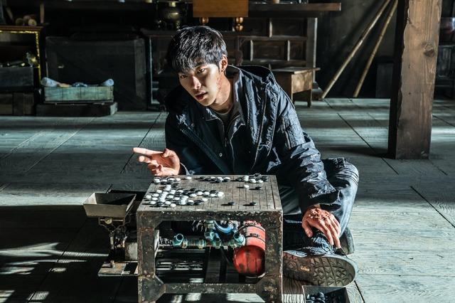 『鬼手』ウ・ドファン (C)2019 CJ ENM CORPORATION, MAYS ENTERTAINMENT ALL RIGHTS RESERVED