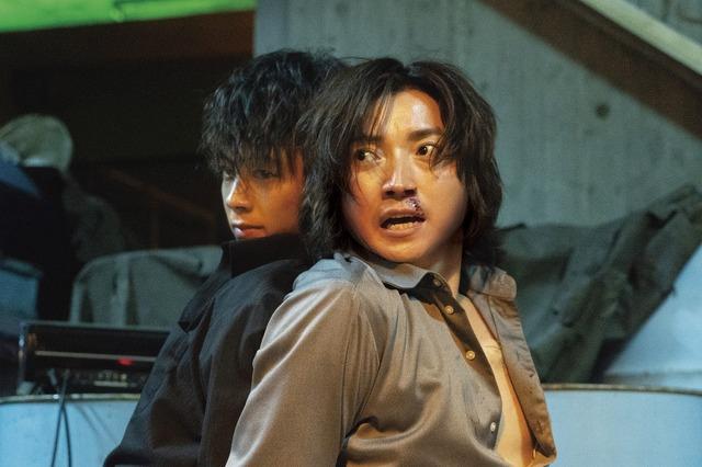 『太陽は動かない』(C)吉田修一/幻冬舎 (C)2020「太陽は動かない」製作委員会
