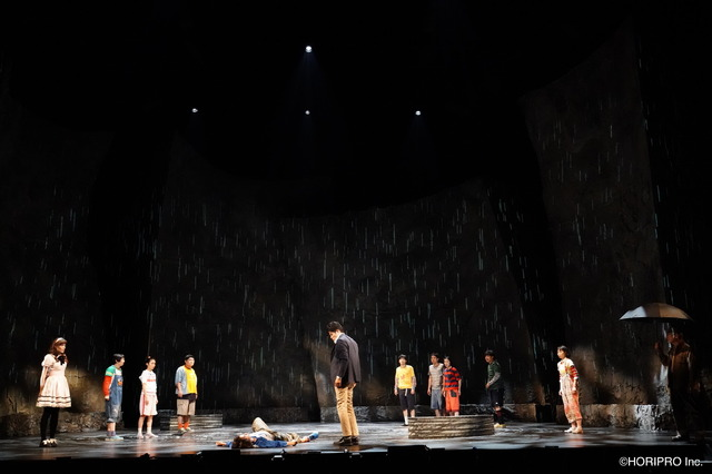 舞台「渦が森団地の眠れない子たち」(C)HORIPRO Inc.