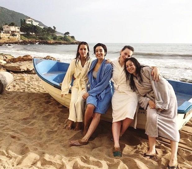 『パピチャ 未来へのランウェイ』オフショット (C)2019 HIGH SEA PRODUCTION - THE INK CONNECTION - TAYDA FILM - SCOPE PICTURES - TRIBUS P FILMS - JOUR2FETE - CREAMINAL - CALESON - CADC