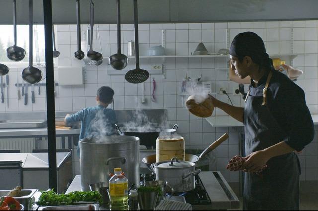 『世界で一番しあわせな食堂』(C)Marianna Films