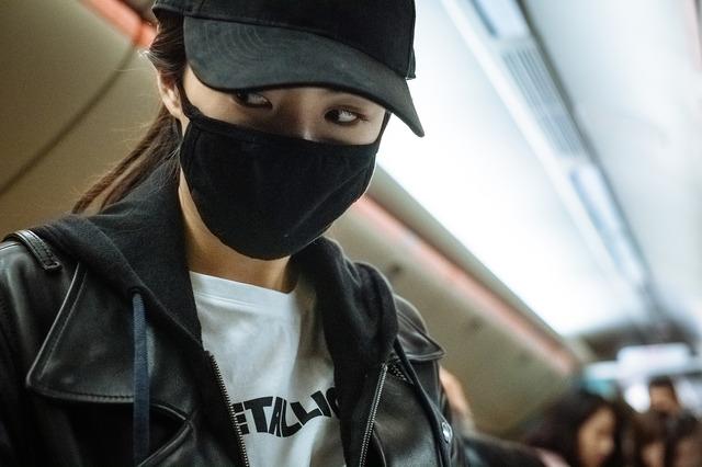 『ノンストップ』謎の美女 (C)2020 OAL & Sanai Pictures Co., Ltd. All rights reserved