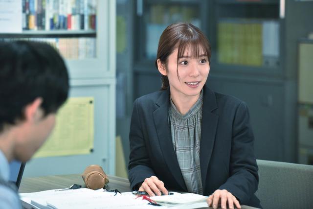 『騙し絵の牙』松岡茉優(C)2021「騙し絵の牙」製作委員会