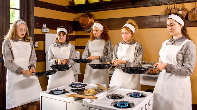 『5月の花嫁学校』 (C)2020 - LES FILMS DU KIOSQUE - FRANCE 3 CINEMA - ORANGE STUDIO - UMEDIA