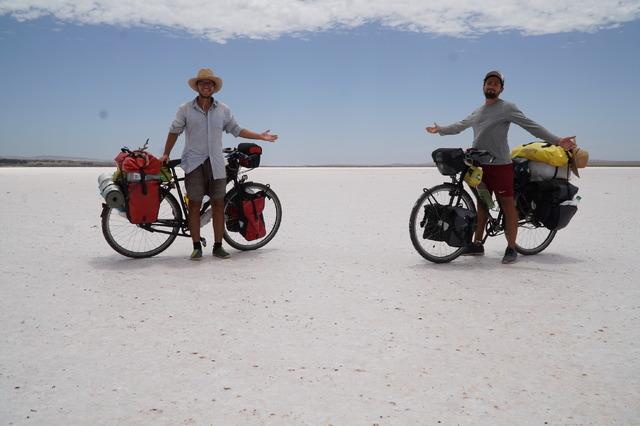 オーストリア 『オーストリアからオーストラリアへ ふたりの自転車大冒険』  (C) Aichholzer Film / Dominik Bochis / Andreas Buciuman