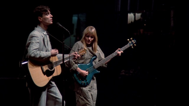 『STOP MAKING SENSE』 (C)1984 TALKING HEADS FILMS.  ALL RIGHTS RESERVED