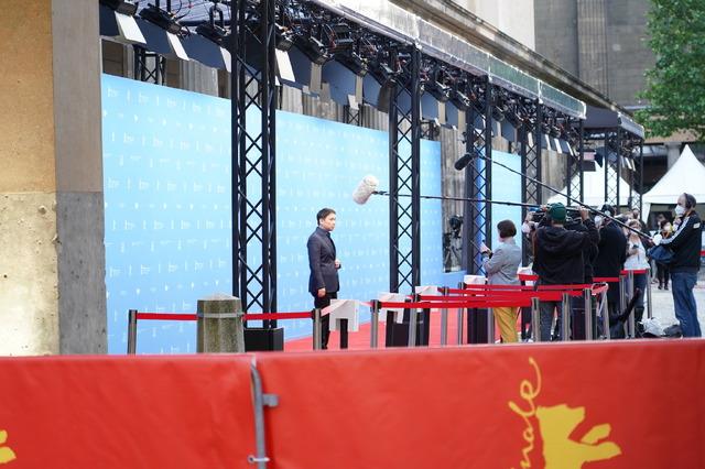 『偶然と想像』ベルリン映画祭授賞式 (C)2021 NEOPA / Fictive