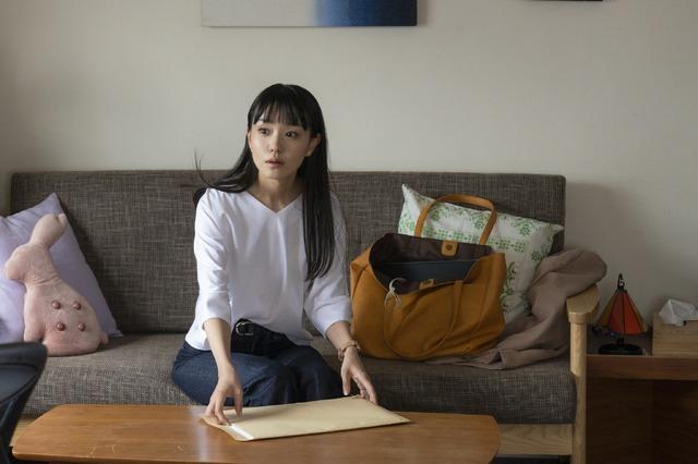 孝子(奈緒)『先生、私の隣に座っていただけませんか?』(C)2021『先生、私の隣に座っていただけませんか?』製作委員会
