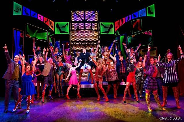 「キンキーブーツ」(C)BroadwayHD/松竹(C)Matt Crockett
