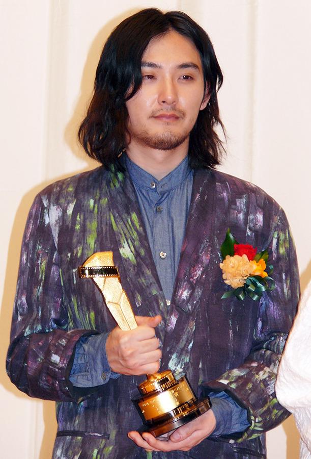 松田龍平「やってやったぞ」キネ旬初快挙&父・優作と同じ栄誉でダブルの喜び! 2枚目の写真・画像