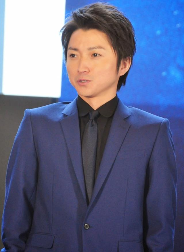 青のスーツ